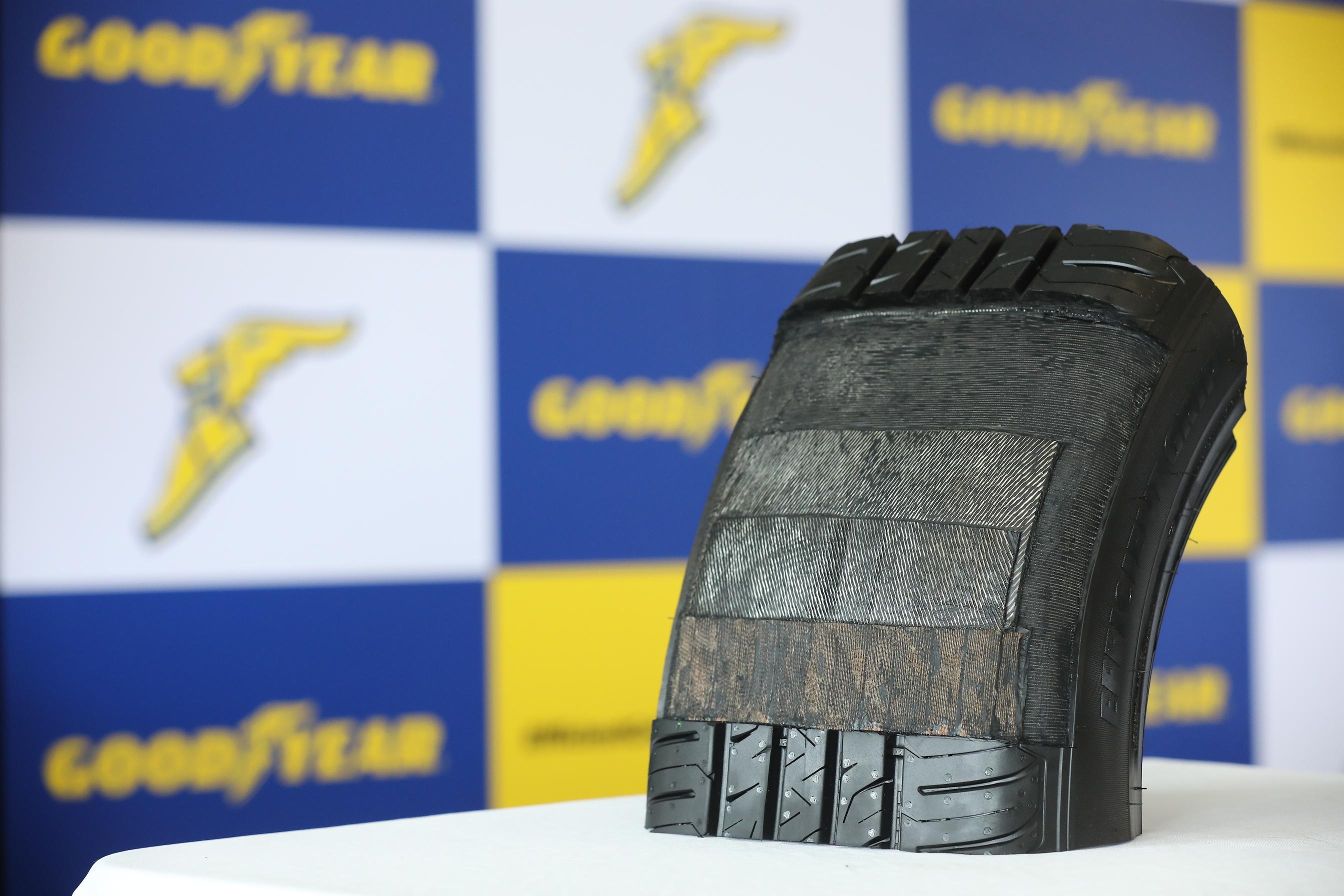 4 加厚胎面底膠及橡膠吸震條能有效減少震動,進而提供平穩順暢的駕乘體驗