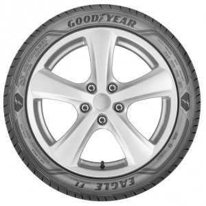 Tire shot225/45 R17Low Resolution